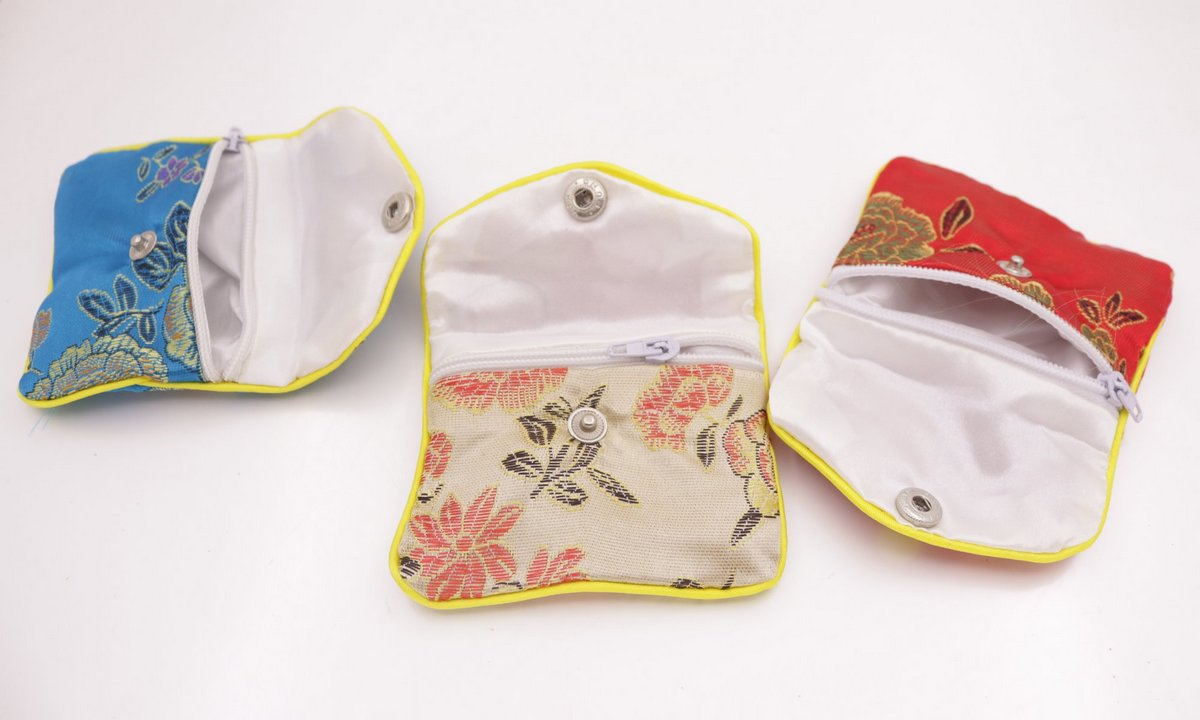 Купить с кэшбэком 12 pcs Multi-color gift bag pouch 65mmx80mm silk cloth gift jewelry bags pouches