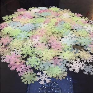 50pcs 3D Snowflake Energy Storage Fluorescent Glow In The Dark Luminous On Wall Stickers For Kids Room Living Room Decal