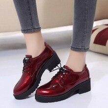 цена на 2019 New Med Heel Oxfords Women Red Platform Pumps Lace up Round Toe Square Heels No-slip Ladies Fashion Dress Shoes AEZLZ054