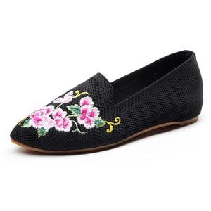 Image 3 - Veowalk oddychająca tkanina bawełniana kobiety Pointed Toe płaskie buty haftowane kwiatowe wzory damskie buty do chodzenia na co dzień Retro mokasyny
