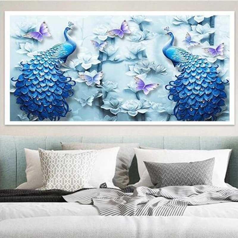 Deux paons aux papillons