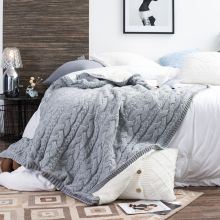 REGINA Brand Winter Warm Soft Sherpa Blankets Fashion Design Travel Wearable Knitted Fleece Blanket Thick Bedspread For Bed Sofa