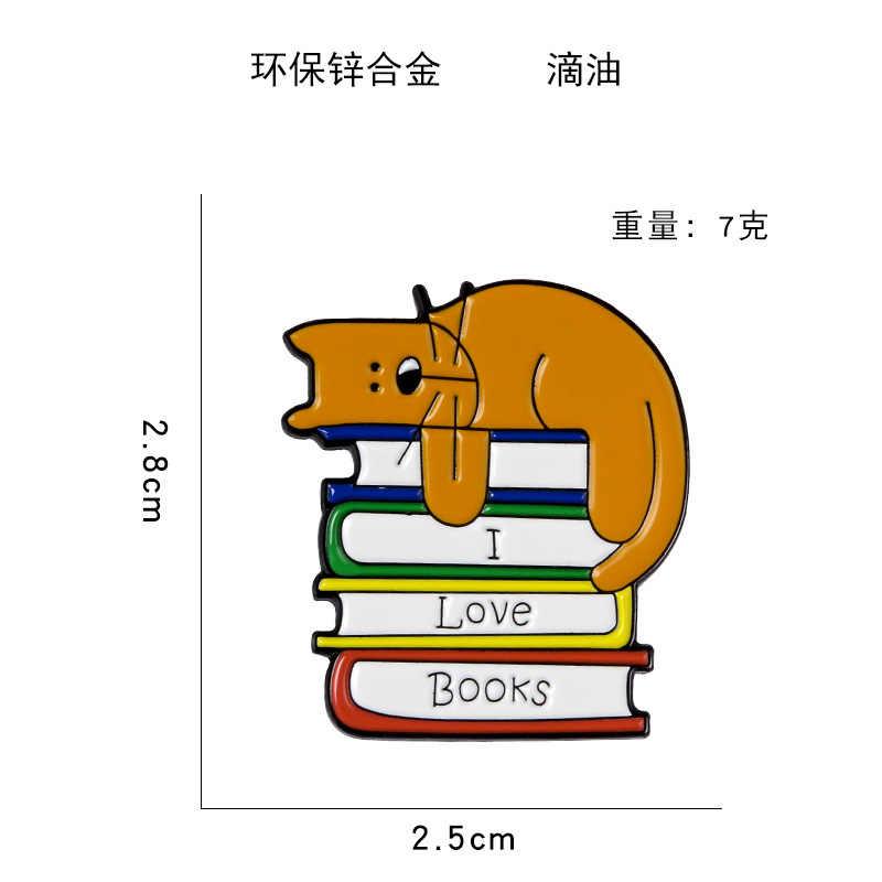 Kartun Lencana Lucu Kucing Membaca Buku Bros untuk Wanita Huruf Aku Suka Buku Enamel Pakaian Perhiasan Aksesoris Ransel