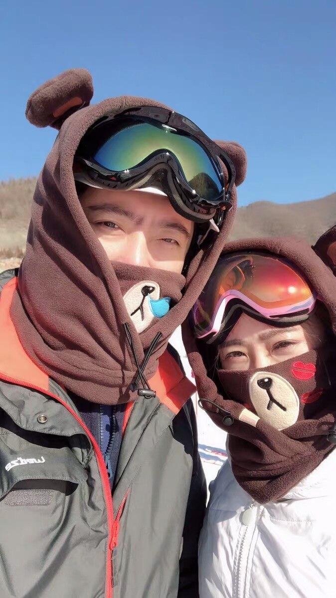 Ao ar livre dos desenhos animados esqui