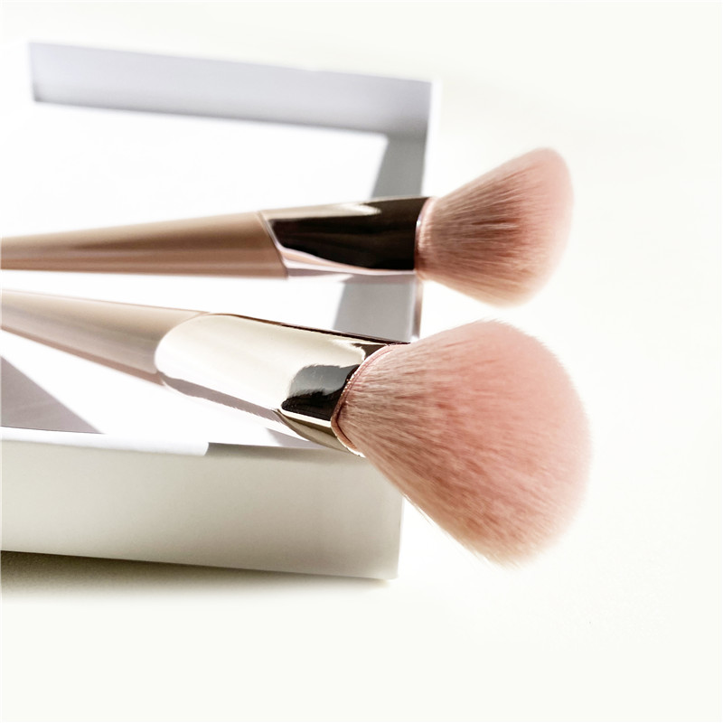 New PINK Angled Sculpting Bronzer Brush - Synthetic Face Powder Contour Makeup Brush