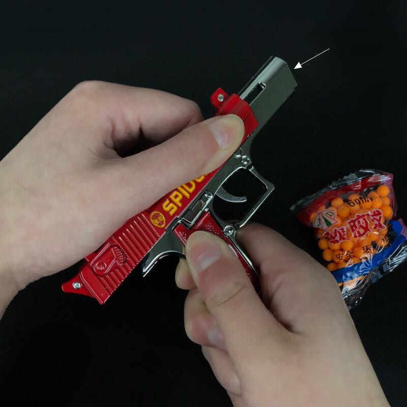 جميع سبائك معدنية للأطفال لعبة مسدس صغير المفاتيح لعبة تأثيري حلي سلاسل المفاتيح akm 98k المفاتيح PUBG عموم خوذة حلقة رئيسية
