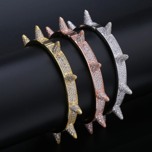 Image 1 - Luxus Iced Out Bling Cubic Zirkon Hüfte Hop Rose Gold Silber Farbe Niet Armbänder Spike Armreifen Geschenke für Männer Frauen