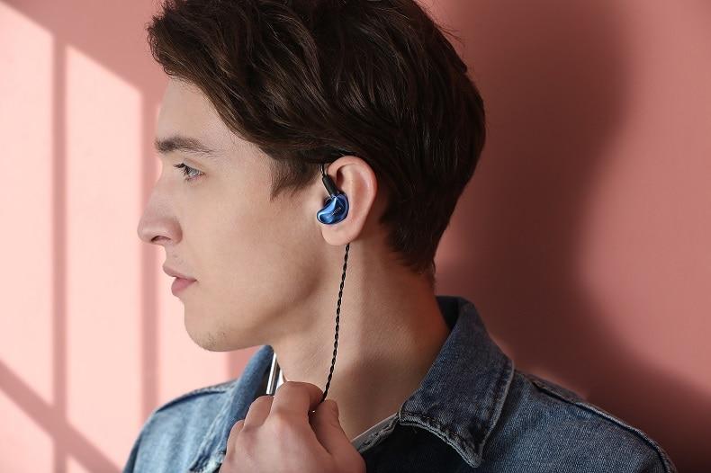 de ouvido de alta fidelidade com filtros substituíveis.