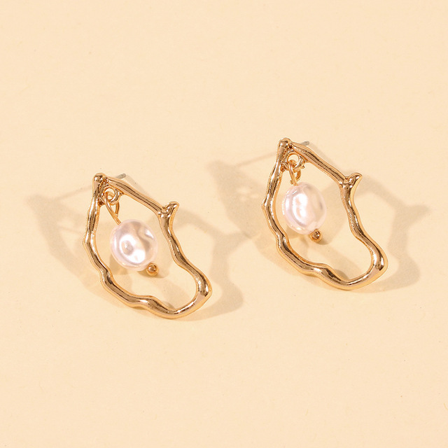 Gold Metal Geometric Baroque Irregular Imitation Pearl Earrings 4