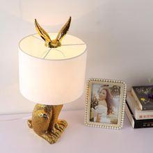 Светодиодная настольная лампа в виде кролика ретро дизайн золотая