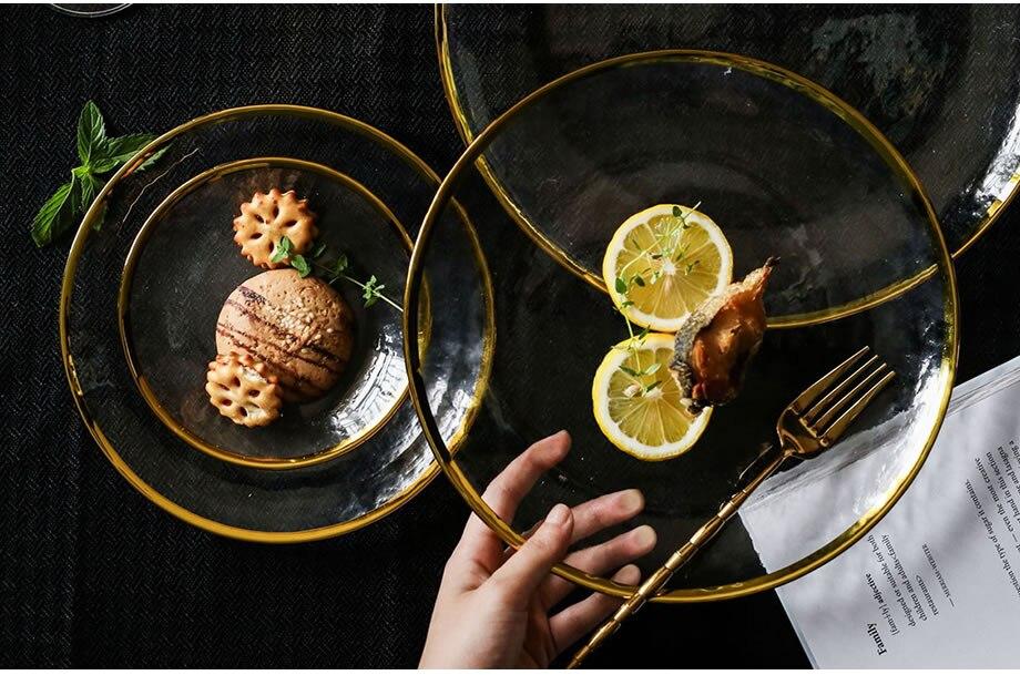 צלחות בגשה ואוכל עם שיבוץ זהב בקצוות 18