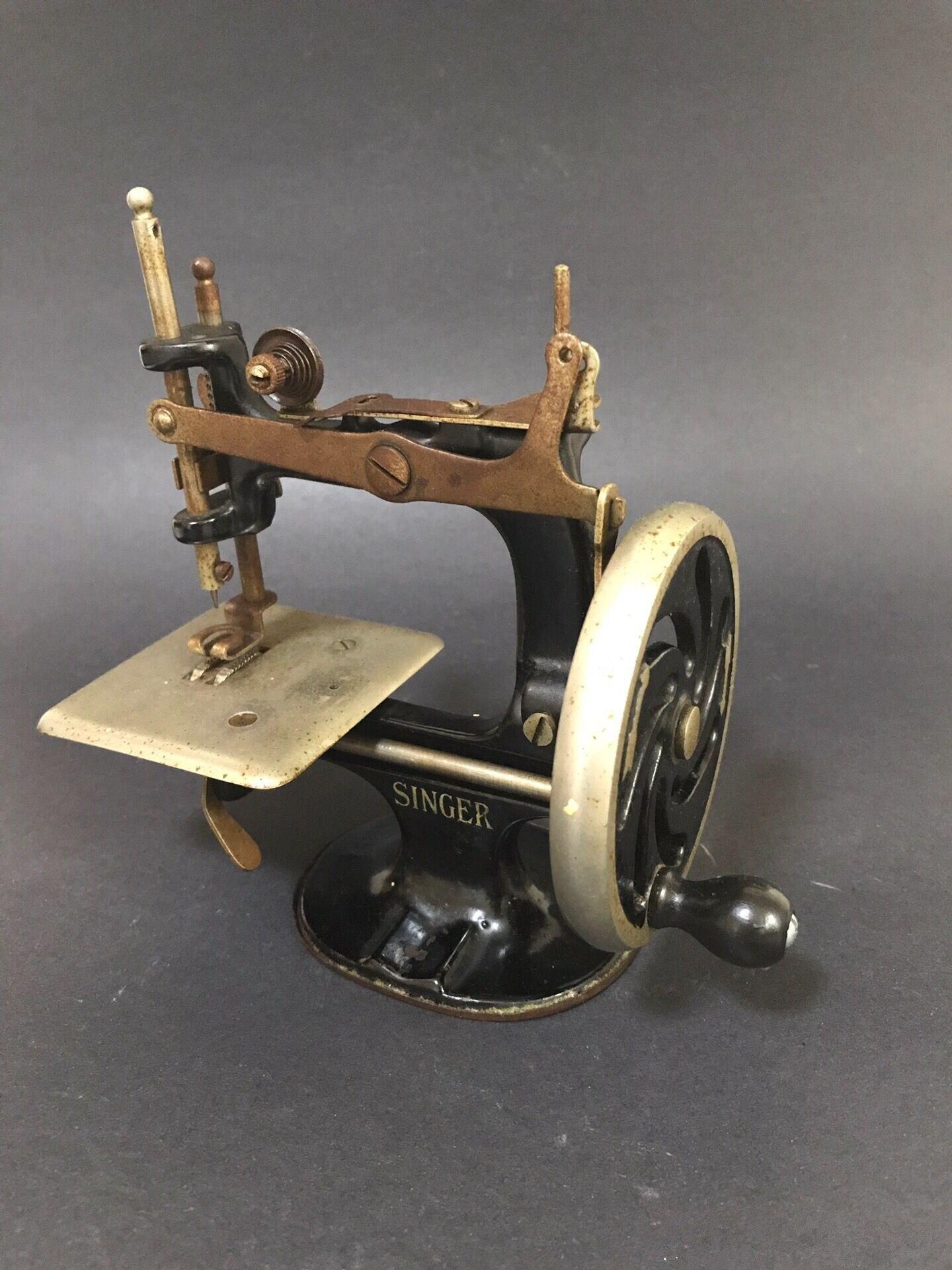 Portable Household  Mini Centennial Singer Manual Sewing Machine