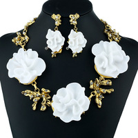 Exquisite Jewelry Noble and Elegant Camellia Embellished Crystal Necklace Earrings Trendy Jewelry Fashion Necklace Female