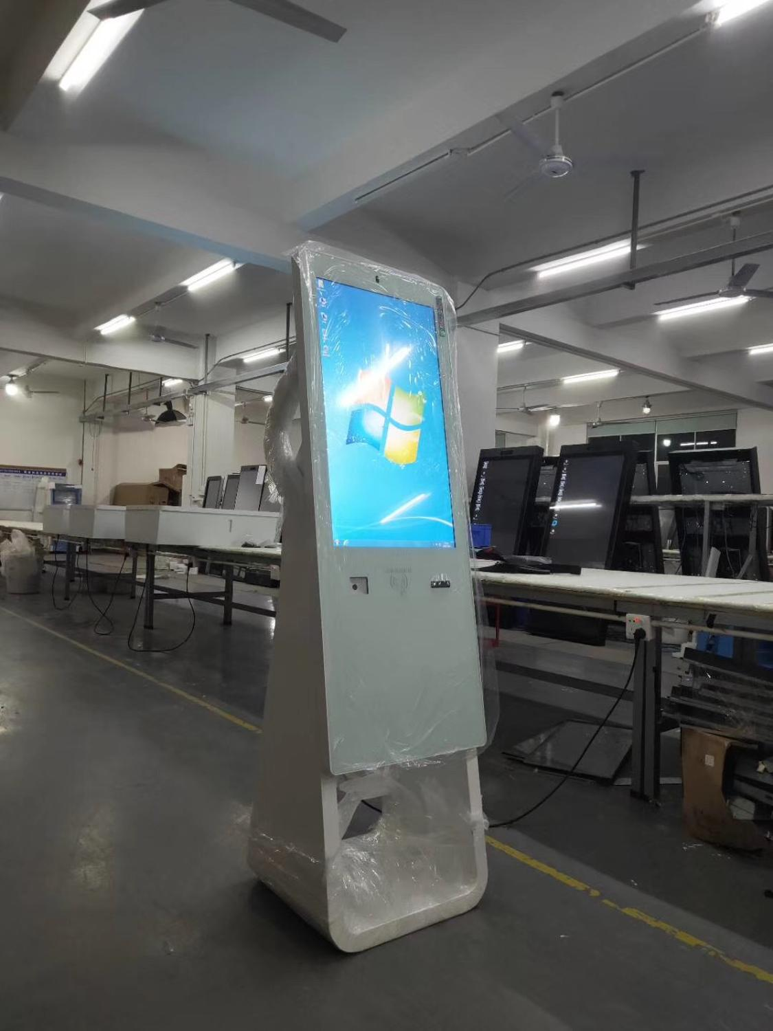 Lan Wifi Digital Signage Fingerprint Facial Recognition AIO With Camera  And PC Buit In 4G Module Lcd Touch Screen Display