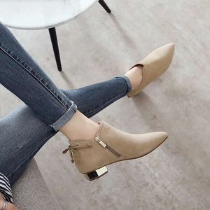 Image 1 - รองเท้าบูทข้อเท้าสำหรับสตรี 2018 ใหม่ฤดูหนาวบุคลิกภาพอังกฤษ Martin boots รองเท้าสุภาพสตรี frosted หนา boot pointed และเปลือย