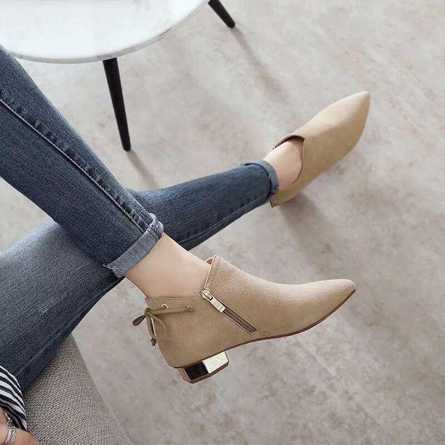 รองเท้าบูทข้อเท้าสำหรับสตรี 2018 ใหม่ฤดูหนาวบุคลิกภาพอังกฤษ Martin boots รองเท้าสุภาพสตรี frosted หนา boot pointed และเปลือย