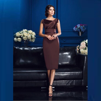 2020 Hot Sale Short Brown Satin Sheath Mother of the Bride Dresses Knee Length Sleeveless Pleated Wedding Party Gowns On