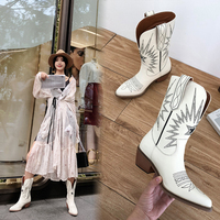 fashion Embossing women ankle boots pointed toe Embroider Women Boots Med Heels Retro Knight Boots Female Genuine Leather Botas