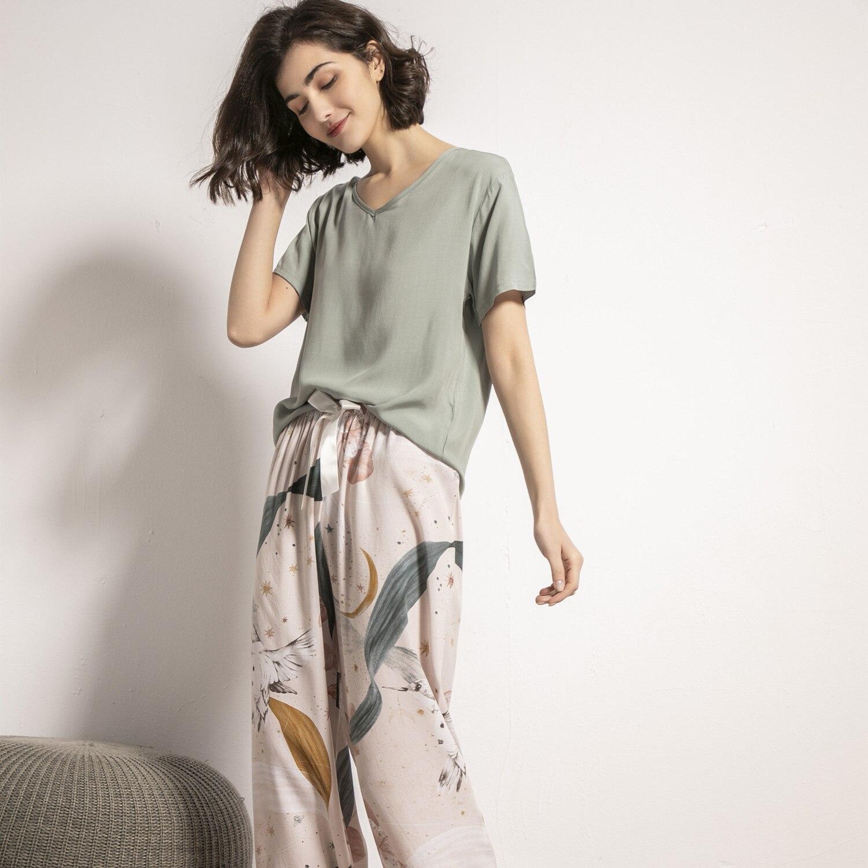 Summer 2021 New women's V-neck Big Leaf Printed Pajamas Suit Ladies Cotton Silk Simple Style Pajamas Loose Soft Homewear Women