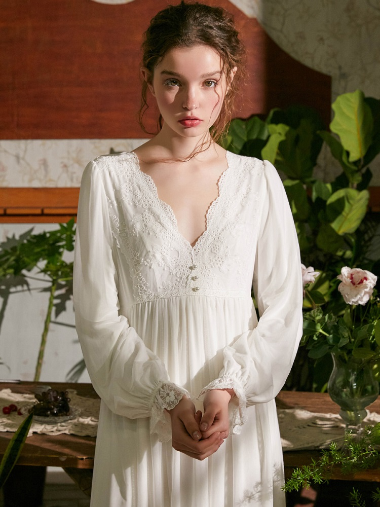 Vintage White Cotton Women's  Long Nightgowns Long Sleeve Sweet Girls Princess Sleepwear Loose Royal Nightdress