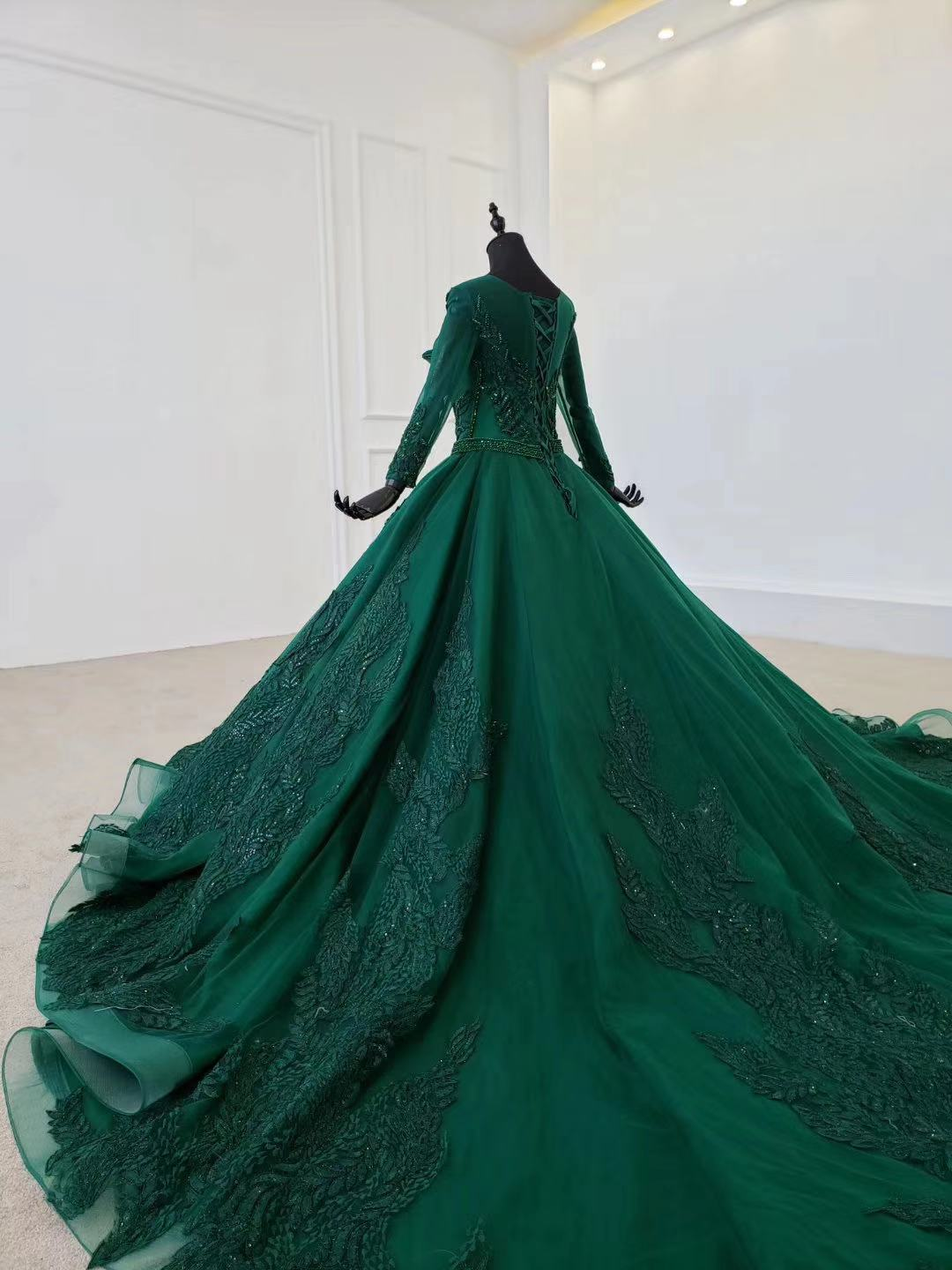2020 New Green Satin Prom Dresses Prom Gown Scoop Ball Gown Sleeveless Evening Dress For Graduation Long Train Arabic Dresses - 2
