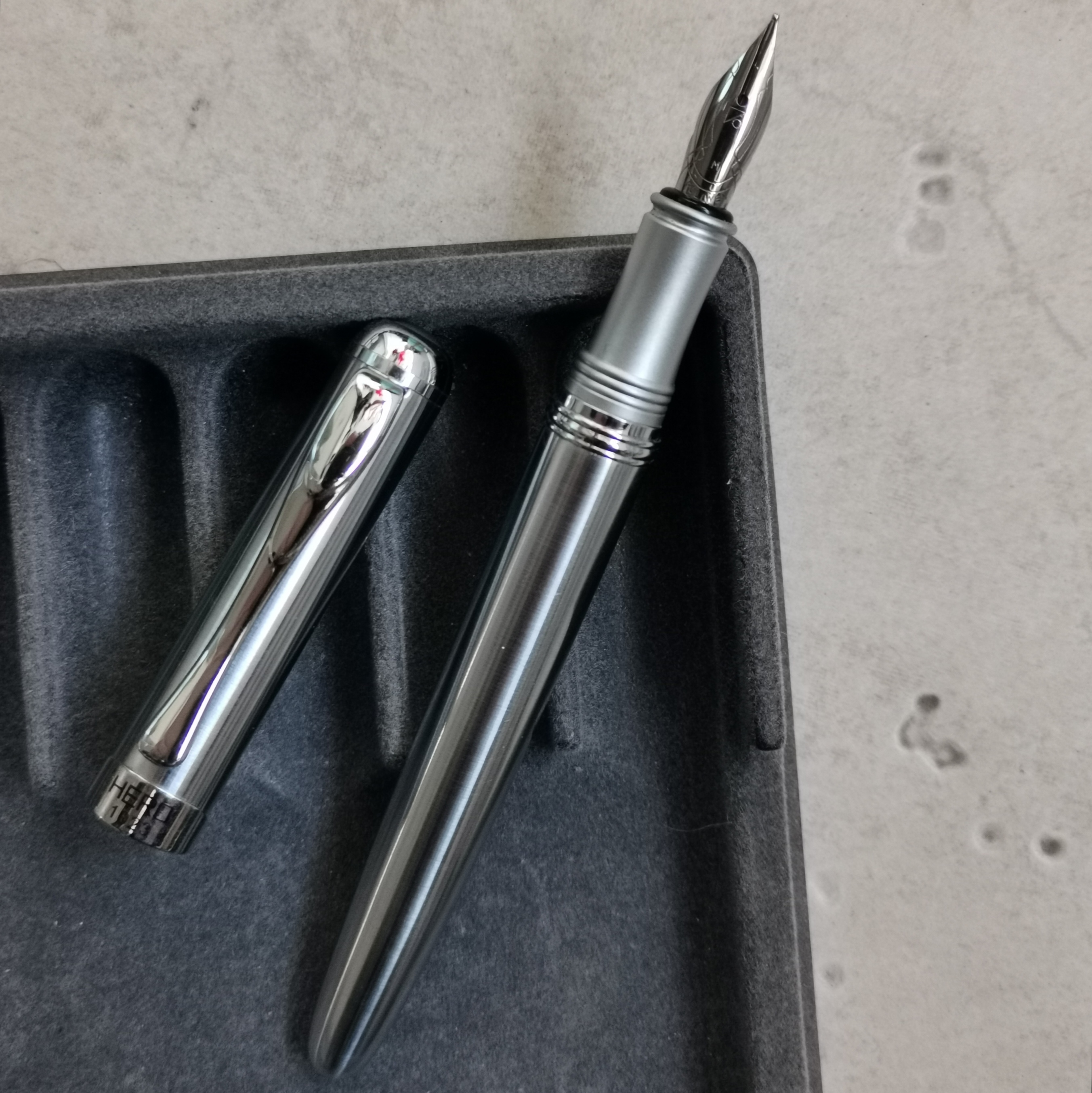 Old Stock Hero 1023 Fountain Pen Steel Ink Pen M Nib 2008S Stock Stationery Office school supplies