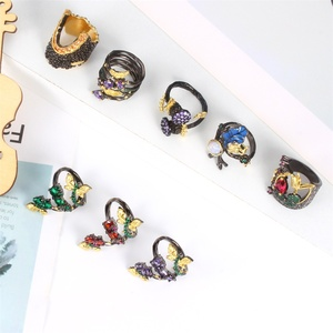 Women Ring Fashion Glamour Black Gold Retro Ring Couple Wedding Ring Specially Designed Banquet Engagement Jewelry for Ladies