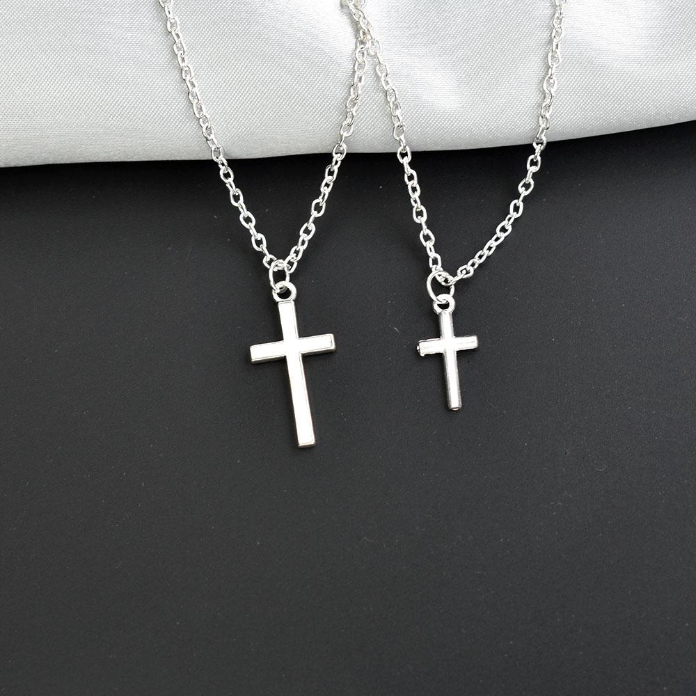 Ожерелье-чокер серебряного цвета с подвеской в виде креста в виде Луны