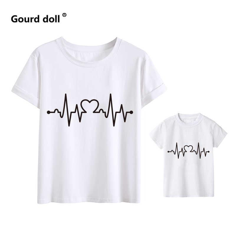 Amo Batimentos Cardíacos família combinando roupas de Algodão do bebê roupas de menina Roupas T-Shirt Mãe E Filha Mãe Tshirt Do Bebê Verão