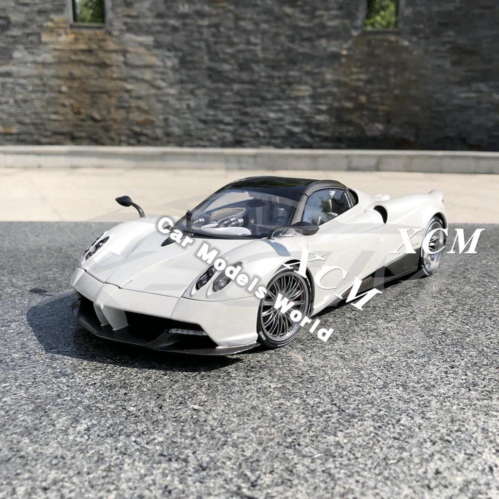 Литая под давлением модель автомобиля LCD модели Huayra Roadster 1:18 (белый) + маленький подарок!