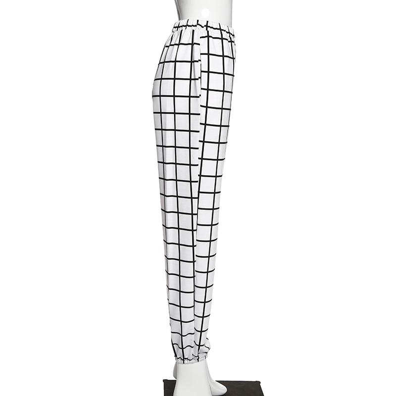 Calças cargo estilo gótico xadrez e preta,