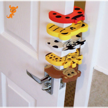 2pcs Baby Child Proofing Door Stoppers Finger Safety Guard Random Holder Lock Safety Guard Finger Protect Toy For Baby new and original guard lock safety door switch d4gl 4afa a