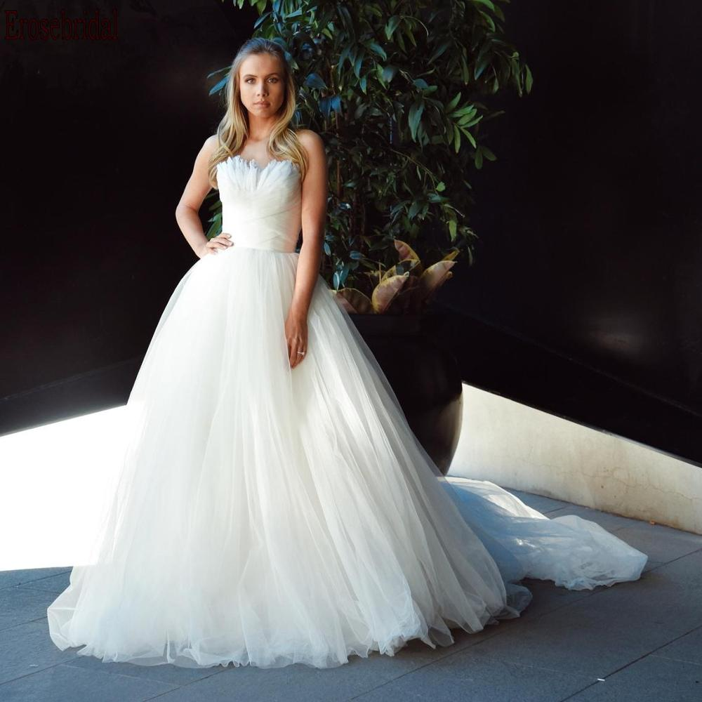 New Design Feathers Strapless Neck Ball Gown Wedding Dress 2020 Long Train Tulle Bridal Gowns Lace Up Back Free Customized