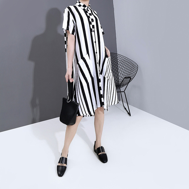 [EAM] Women Black Striped Plaid Big Size shirt Dress New Lapel Short Sleeve Loose Fit Fashion Tide Spring Summer 2020 1T853