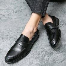 Мужские туфли с острым носком черные классические из мягкой