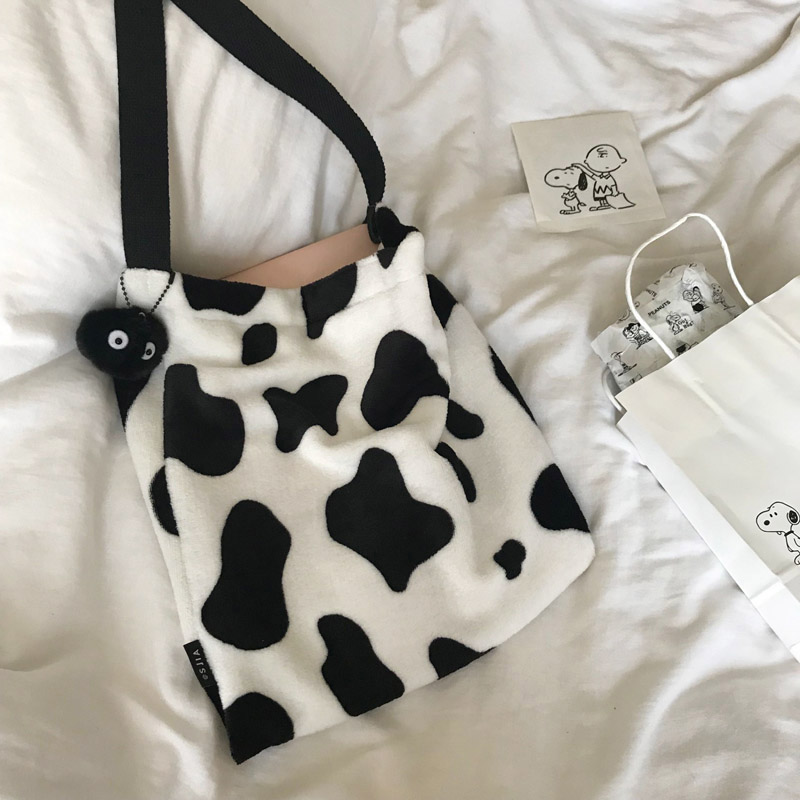 Cute Cow Pattern Women Handbags Designer Shoulder Bag Luxury Plush Messenger Bag Large Capacity Totes Lady Buckets Bag Big Purse