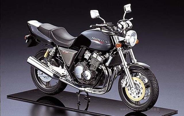 Assembly Model 1/12 Motorcycle Honda CB400 Super Four 04215 2