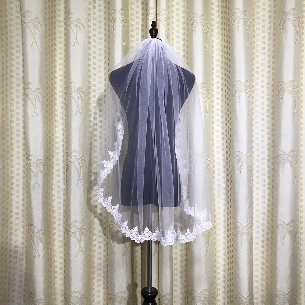 Short Tulle Bridal Veils Ivory Lace Applique Short Fingertip Length 80CM Wedding Bridal Veils With Comb