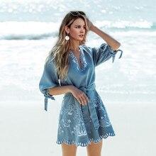Летнее женское короткое платье Simplee, короткое синее вышитое джинсовое платье с V-образным вырезом, элегантным поясом, повседневное праздничное женское пляжное платье из денима
