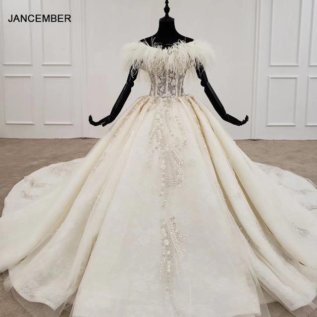 Vestido de Boda de Princesa HTL1248, 2020, cuello de piel, coser cuentas, falda de encaje, Espalda descubierta, Bohemia boda, vestido de manga larga