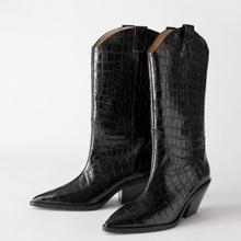 Marka moda buty do kolan kobiety skóra z mikrofibry zachodniej but kowbojski grube obcasy buty motocyklowe zimowe różowe buty kobieta tanie tanio vankaring CN (pochodzenie) Mikrofibra Podkolanówki Sztukateria Animal prints winter boots women Dla dorosłych Plac heel