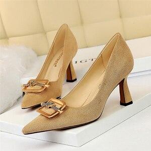 Модные замшевые туфли-лодочки на высоком каблуке с квадратной пряжкой и стразами, женские пикантные туфли-лодочки с острым носком на шпильк...
