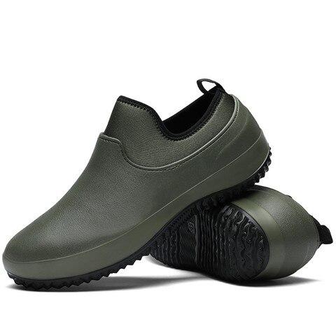 das mulheres sapatos de chuva ao ar