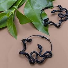 Черные серьги в виде змеи яркие готическом стиле