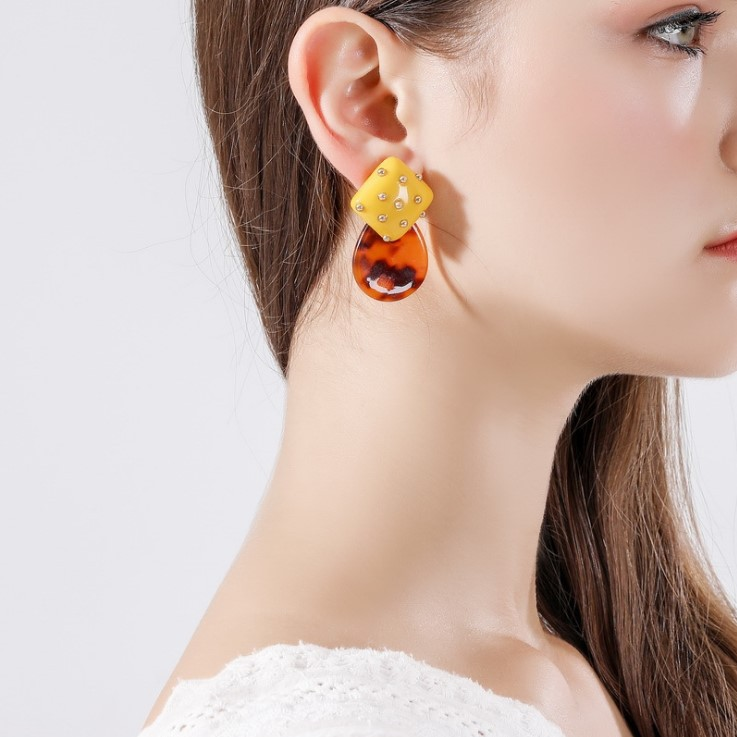 Hot-selling new Chao Net Red ins Wind Rivet Elliptical Earrings with Rivets
