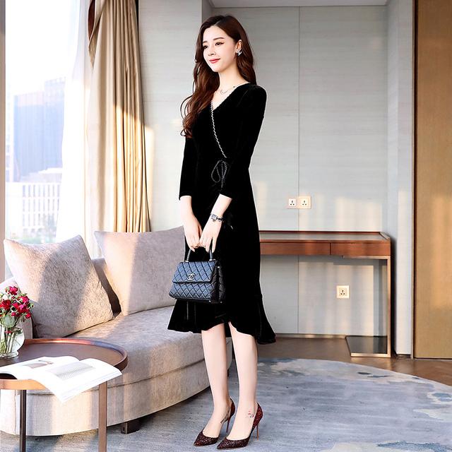 Ladies v-neck, waist slimming, velvet dress