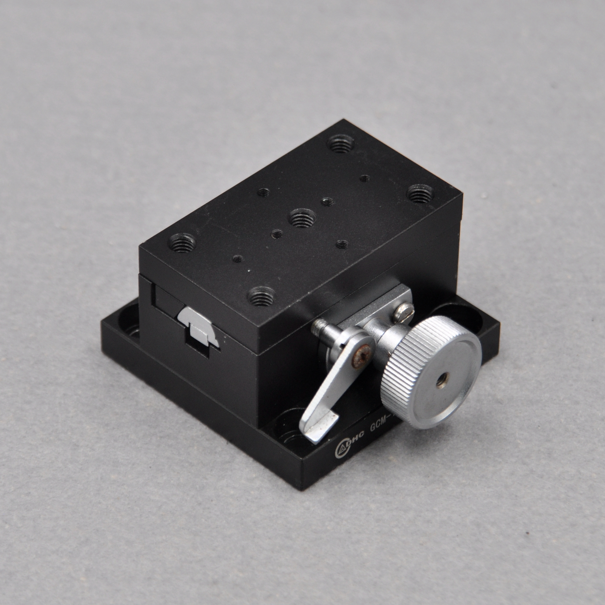 Y Axis DHC GCM-150201M Manual High Precision Displacement Slide X Axis Optics 38 * 65mm Table Aluminum