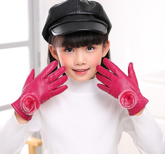 Children's Autumn Winter Thicken Warm Fleece Lining Leather Gloves Boy Girl Kids Natural Sheepskin Leather Fur Ball Glove R1877