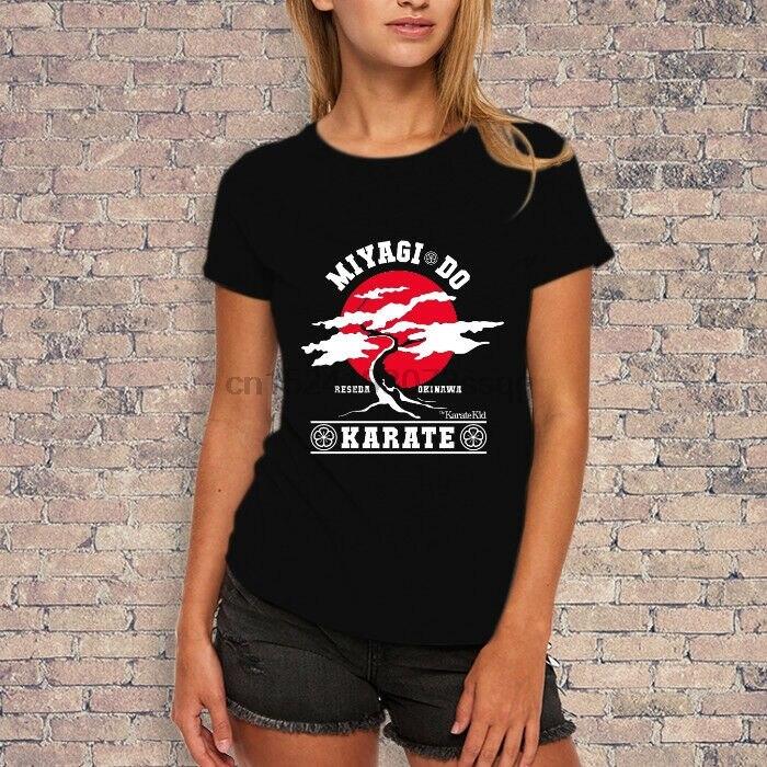 Estilo das mulheres do camiseta do logotipo do sr. miyagi do karate