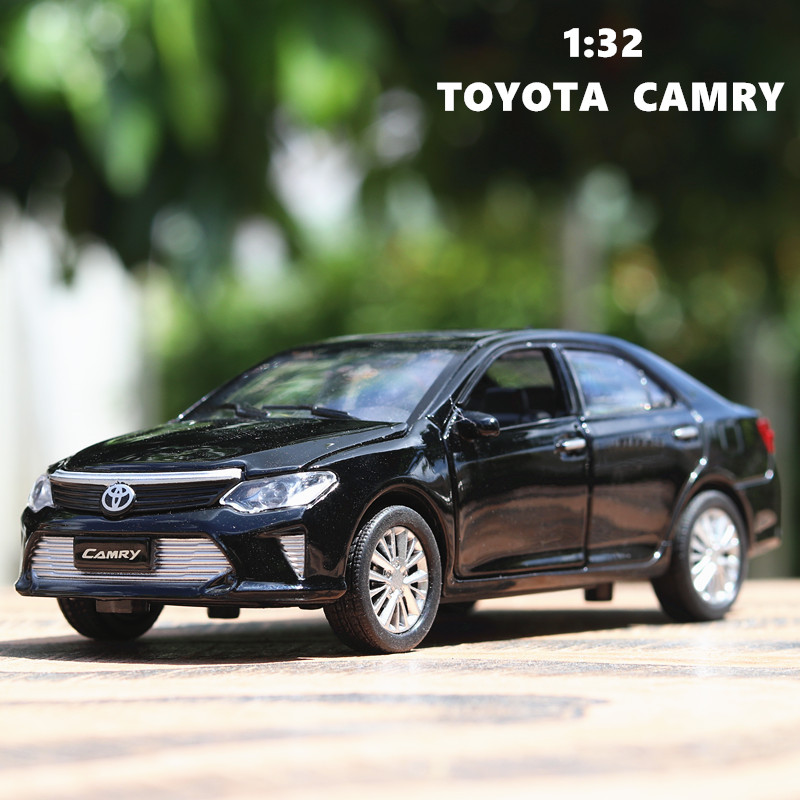 1:32 Toyota Camry Metal Diecast Model Car Toy Collection Sound/&Light Pull Back